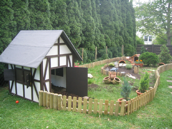 small-outdoor-dog-houses-5