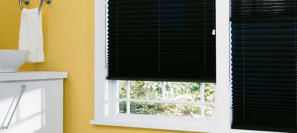Hunter-Douglas-Bathroom-Window-Treatments_04
