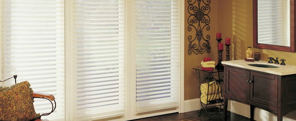 Hunter-Douglas-Bathroom-Window-Treatments_12