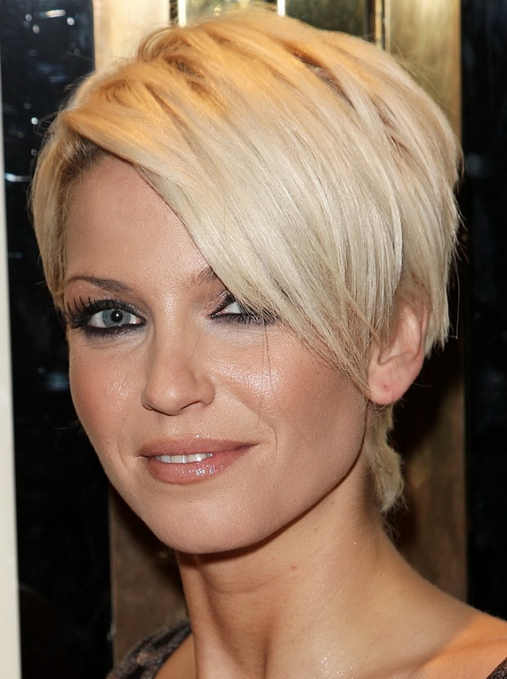Stylish-Wedge-Cut-Hairstyles-for-Women-_06
